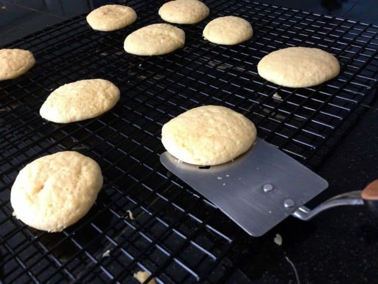 Some cookies on a cooling rack.