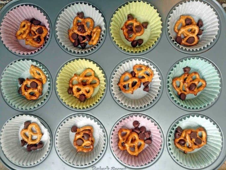 Muffin liners with pretzels and chocolate chips.