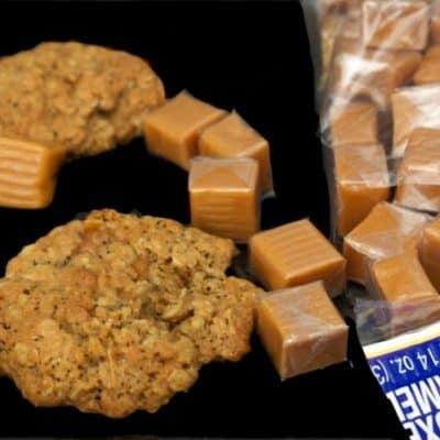 Oatmeal-Chai Caramel Cookies