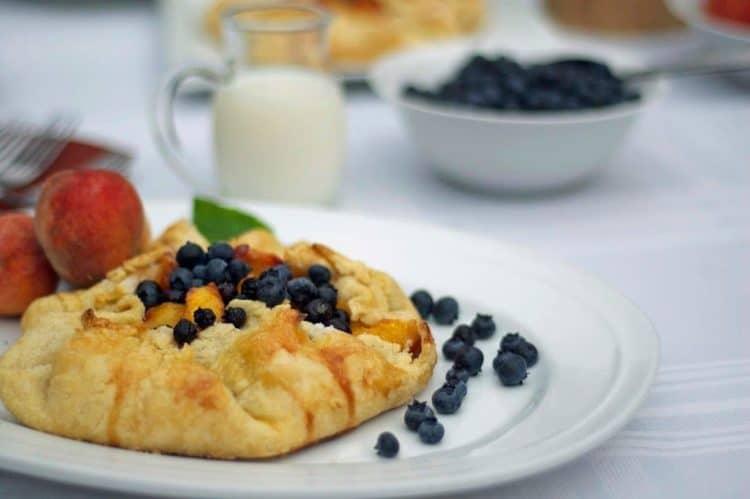 A plate of fruit tart.