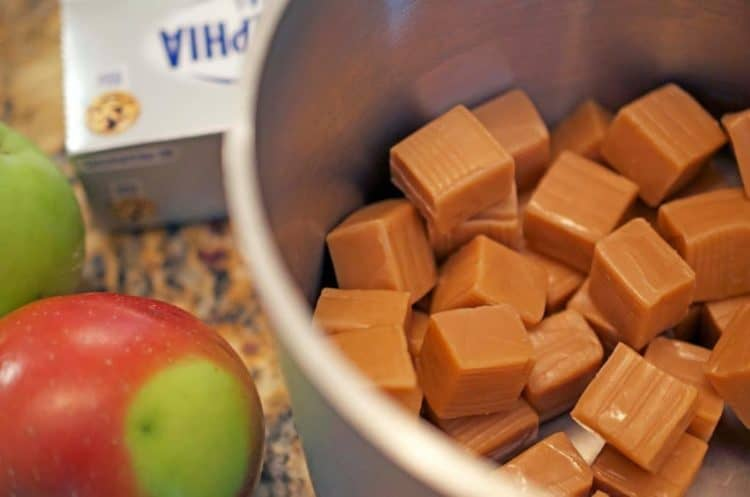 Chucnks of caramel and apple are used to make caramel apple cheesecake.