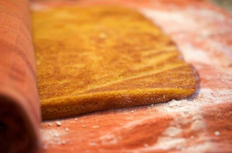 How to make a pumpkin roll cake recipe.