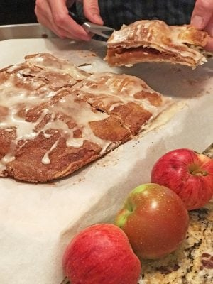 Make apple bars with fresh apples.