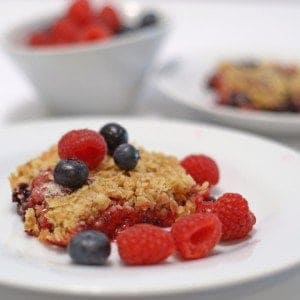 Fresh Berry Crisp dessert summer recipe food delicuois yummy raspberrieshellip