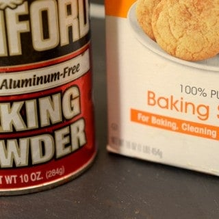 FOOD FLASH!  Baking Baking Soda Vs. Baking Powder.  What's the Difference?