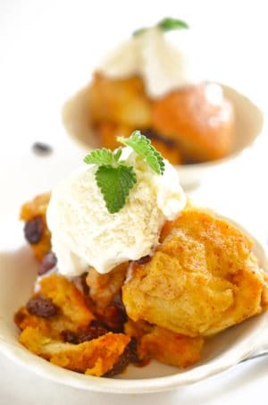 Two dishe of crock pot bread pudding.