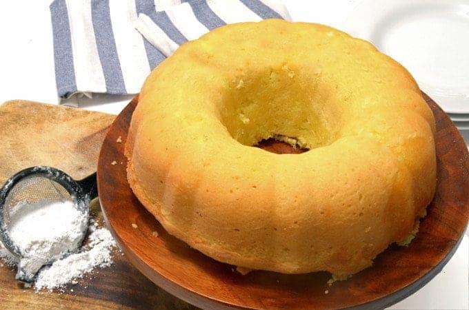 Lemon Sprite Pound Cake