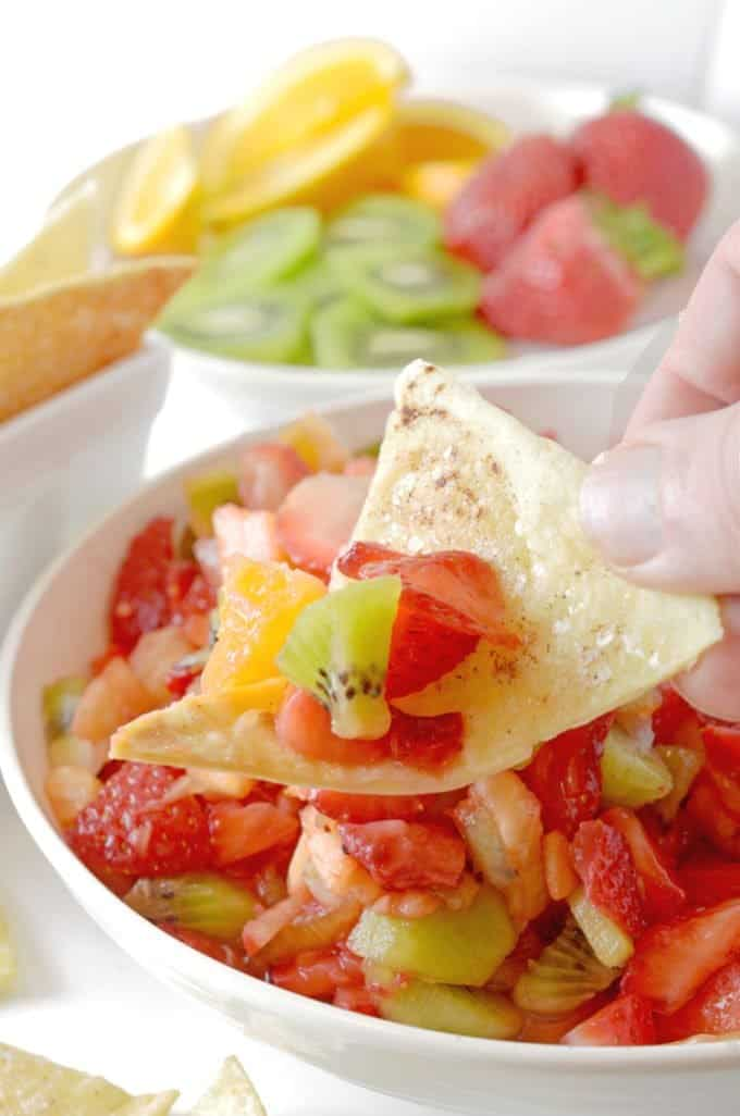Fruit Salsa and Cinnamon Chips from Platter Talk is an easy and delcious summer recipe.