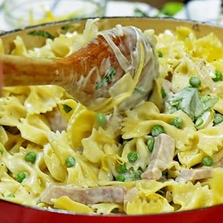 15 Minute Creamy Pasta with Ham and Peas