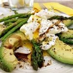 Noom recipe featuring poaced eggs with avocado.