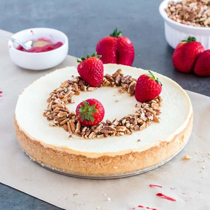 There are many great toppings for your low-carb cheesecake.
