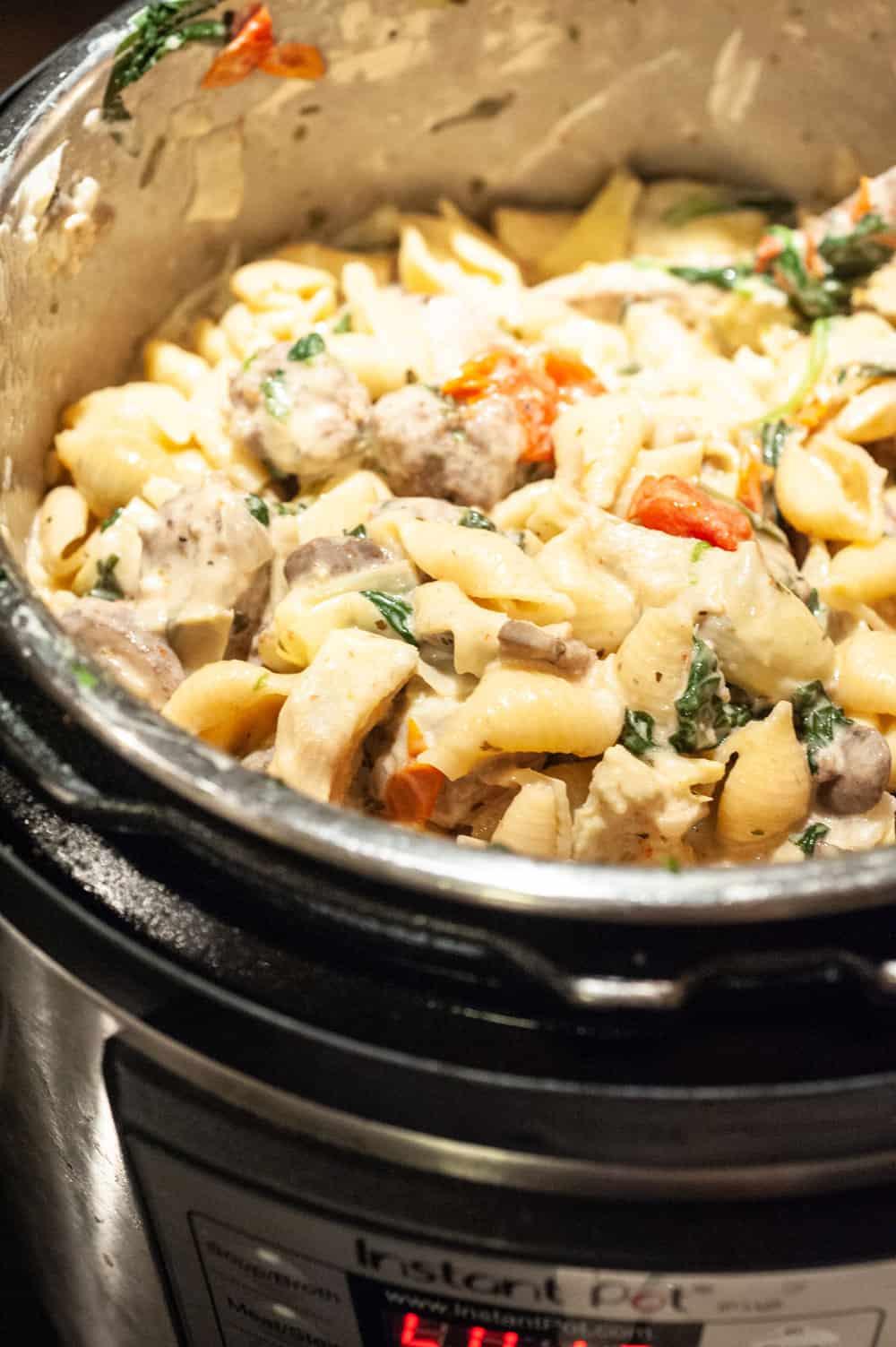 Instant pot full of creamy pasta.